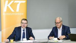 Kuntatyönantajien työmarkkinajohtaja Markku Jalonen ja  OAJ:n puheenjohtaja Olli Luukkainen kunta-alan virka- ja työehtosopimusneuvotteluissa  Helsingissä maanantaina 29. tammikuuta.