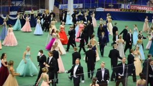Vanhojen tanssit Mikkelin jäähallissa
