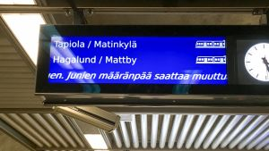 Helsingin metron infotaulu Rautatieaseman metroasemalla 21.2.2018.