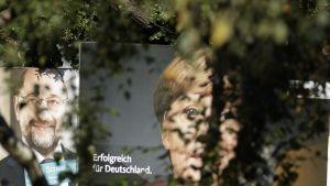 Martin Schulz ja Angela Merkel vaalimainoksissa.