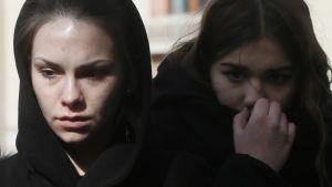 Moskovalaiset surivat Kemerovon uhreja 28. maaliskuuta.