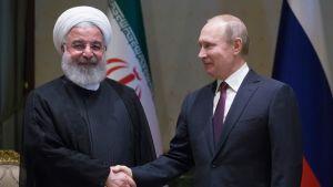 Iranin presidentti Hassan Rouhani ja Venäjän presidentti Vladimir Putin.