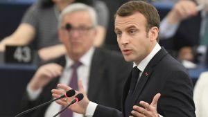 Emmanuel Macron puhuu Euroopan parlamentissa.