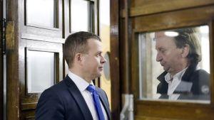 Valtiovarainministeri Petteri Orpo ja kokoomuksen kansanedustaja Harry Hjallis Harkimo