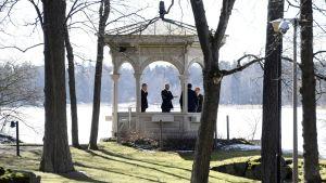 Tauko puutarhamajassa hallituksen kehysriihineuvotteluissa Kesärannassa Helsingissä