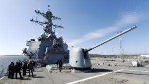 Yhdysvaltalainen ohjushävittäjä USS Porter Melkinlaiturissa Länsisatamassa Helsingissä