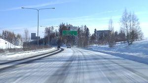Valtatie 9 Tampereen Kaukajärvellä.