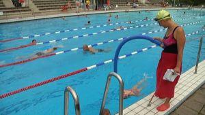 Lasten uimakoulut ovat tuttu näky Samppalinnan maauimalassa.