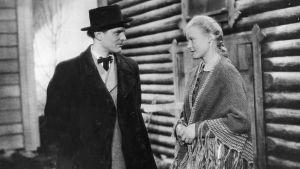 Yksi Suomi-filmin tuottamista elokuvista oli Valentin Vaalan vuonna 1946 ohjaama Loviisa - Niskavuoren nuori emäntä, jonka pääosissa olivat Kirsti Hurme ja Tauno Palo.