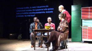 teatteri näytelmä tekstitys