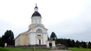 Keminmaan kirkko on yksi tiekirkoista.