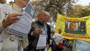 Mielenosoittajat vaativat sananvapautta ja Julia Timoshenkon vapauttamista.
