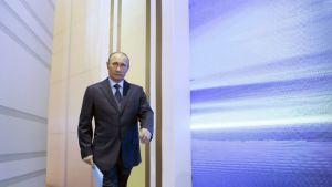 Vladimir Putin saapui televisioituun kyselyohjelmaan Moskovassa 25. huhtikuuta.