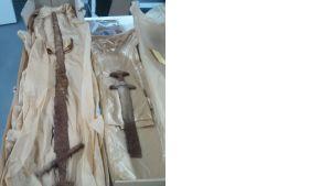 Haudasta löytyi päällekkäin asetettuna lähes 120 cm pitkä ristiretkiaikainen ja viikinkiaikainen miekka