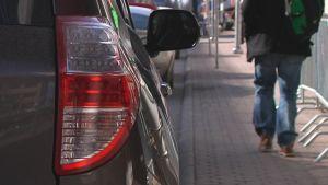 Auto autoilu jalankulku liikenne takavalo