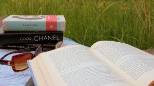 Kesällä voi rentoutua lukemalla