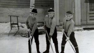 Sirpa Hakala-Kosusen kotialbumista kuva liittyen Leppävirran Oravikosken elämään kaivoksen aikaan.