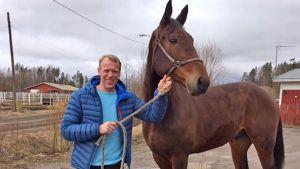 Jari Isometsä ja hevonen