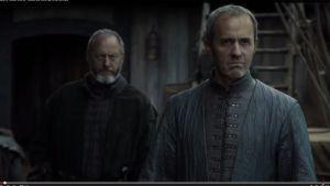 Aidon kuninkaan tunnistaa virheettömästä kieliopista. Stannis Baratheon kuvassa oikealla.