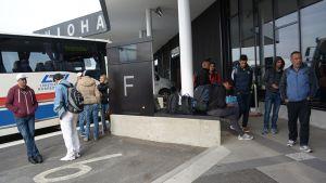 Turvapaikanhakijoita Tornion-Haaparannan matkakeskuksessa.
