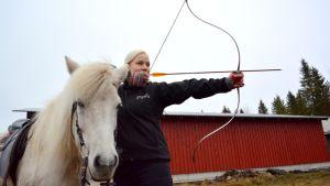 Ratsastusjousiampuja Paula Roivainen.