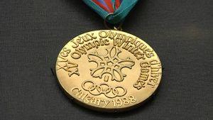 Calgaryn olympialaisissa Matti Nykänen voitti kultaa normaali-, suur- ja joukkuemäessä.