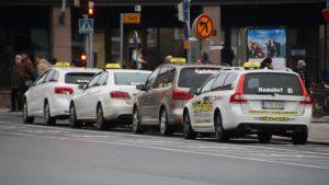 Taksit taksitolpalla