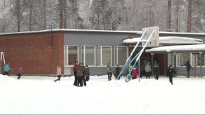 Itä-Suomen ja Kanervalan koulu.
