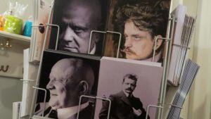 Telineessä postikortteja Jean Sibeliuksesta