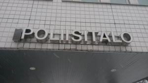 Oulun poliisitalon ulkoseinällä teksti poliisitalo.