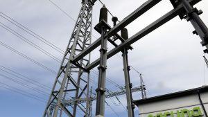 Sähkönsiirtoyhtiö Carunan sähköverkkoa Espoossa  3. heinäkuuta 2014.