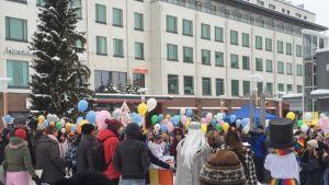 Neljäs Arctic Pride -kulkue siirtyi läpi kaupungin Lordin aukiolla.