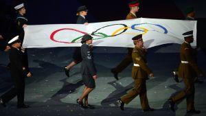 Olympialipun kuusi väriä edustavat kaikkia maailman kansoja.