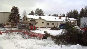 Rovaniemen työväentalo häviää Rovaniemen katukuvasta.