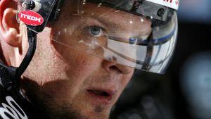 Marko Jantunen kypärä päässä vuonna 2006