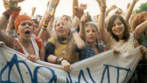 Yleisöä Apulannan keikalla Ruisrockissa Turussa kesällä 2003.