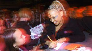 Meryl Cassie esitti Klaani-sarjassa Ebonya.