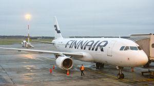 Finnairin kone kentällä