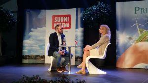 Anneli Auer Tuomas Enbusken haastattelussa SuomiAreenassa Porissa 13.7.2016.