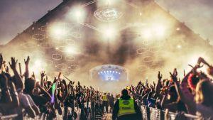 Weekendissä nähtiin myös yksi kaikkien aikoja kovimmista DJ-nimistä, Armin van Buuren.