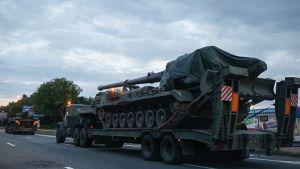 Ukrainan armeijan kalustoa Kiovassa 10. heinäkuuta 2016.