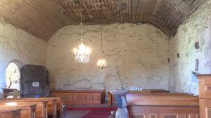 Pyhän Mikaelin kirkko sisältä kuvattuna.