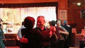 Tanssivia pariskuntia.