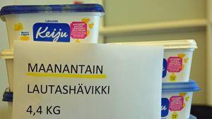 Peräseinäjoen koululaiset aloittivat ruokahävikin vastaisen taistelun hienosti. 450 oppilaalta ruokajätettä kertyi vain 11 margariinipaketin verran.