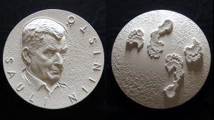 Tasavallan presidentti Sauli Niinistö -taidemitalin kipsimallit.