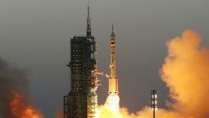 Kiina laukaisi avaruteen miehitetyn aluksen Jiuquanin laukaisukeskuksesta.