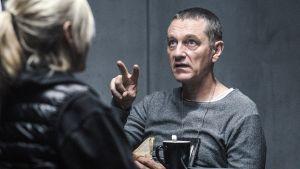 Sorjonen on ehdolla Kultainen Venla -gaalassa vuoden parhaaksi draamasarjaksi. Sarjan pääosien esittäjät Anu Sinisalo (vas.) ja Ville Virtanen ovat ehdolla parhaan nais- ja miesnäyttelijän kategorioissa.