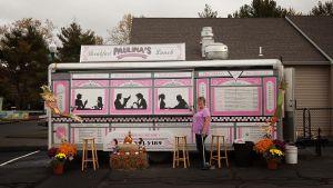 Paulinan Katzin lounasvaunu  Goody'sin rautakaupan parkkipaikalla East Havenissa.