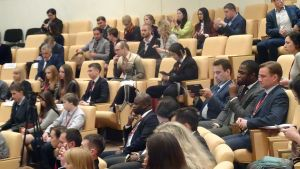 Venäjää puhuvia nuoria eri maista osallistuu foorumiin