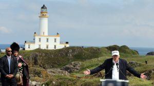 Donald Trump puhui omistamallaan Turnberryn golfkentällä Skotlannissa 24. kesäkuuta 2016.
